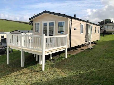 Immaculate 3 bedroom caravan in peaceful location