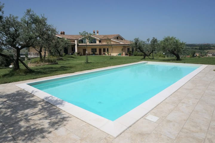 Comfortable Guesthouse with Pool nearby Rome