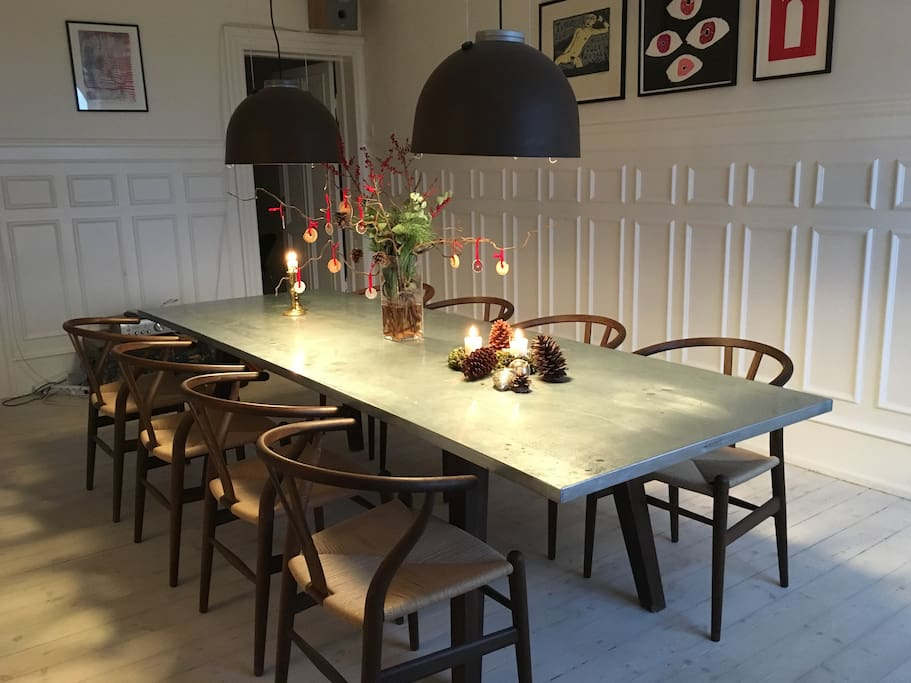 Dining room with space for 8-10 people at the table