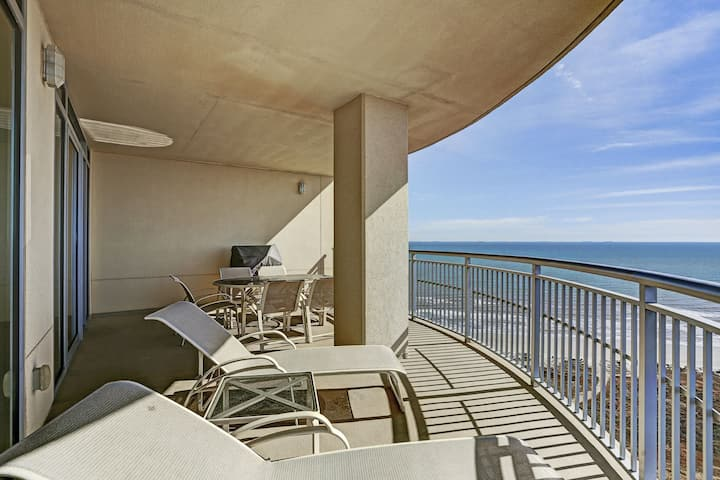 2 Balconies with tremendous views of both the Beach and Bay