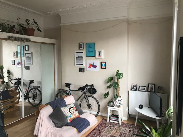 Warm, eclectic studio - centrally located