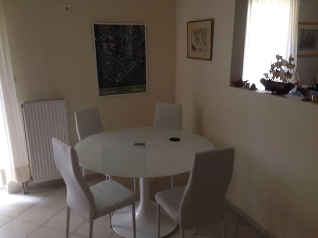 2-rooms Studio, near park/cafes & close to Center - Galatsi