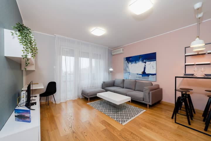 Modern Living in city centre - PRIVATE PARKING