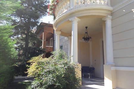 Villa Liberty 10mins city centre - Verona - Vila