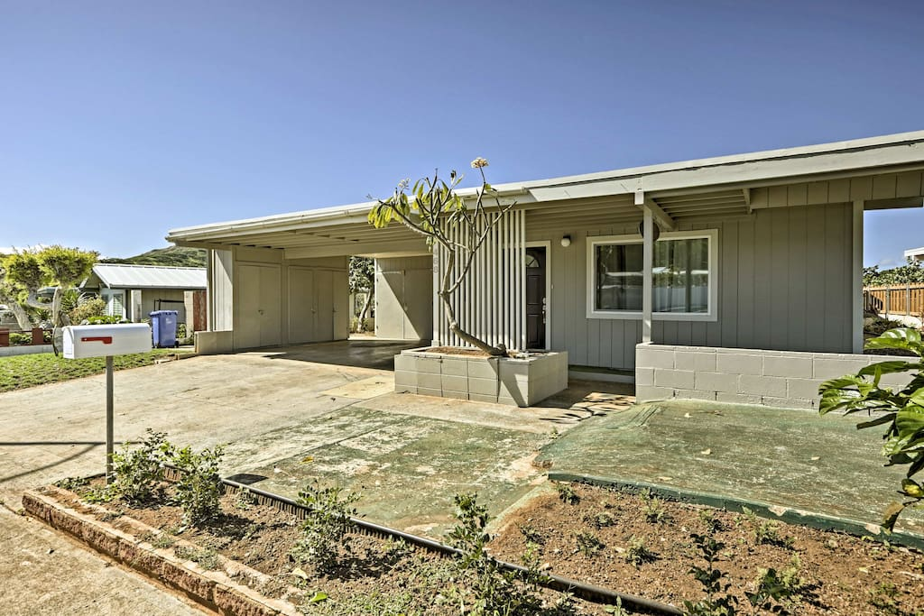 This home is within walking distance to the Koko Crater Railway Trail.