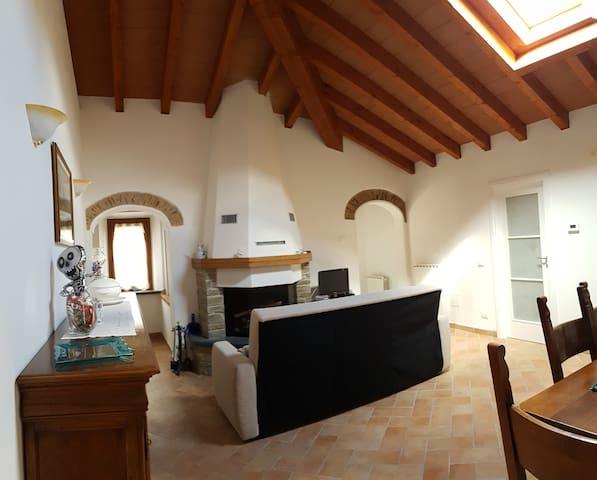 Casa con vista panoramica sulle Alpi Apuane