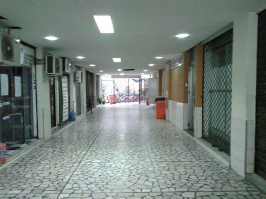 Corredor de entrada pela Rua do Riachuelo Centro