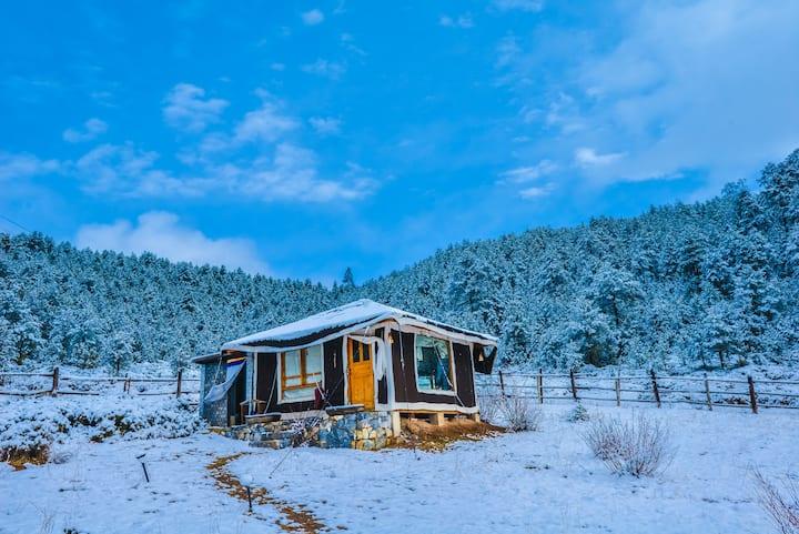 香格里拉270度环山景蜜月帐篷房