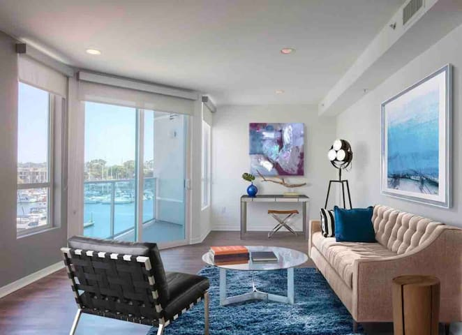 Stunning 1BDR Waterfront Apt/FREE parking