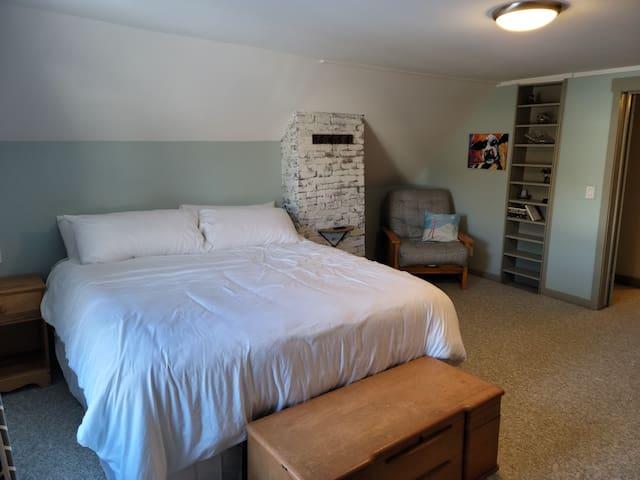 King bedroom (second floor). Kind bed. Futon chair in corner (kid-sized).