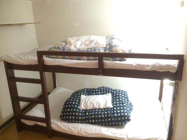 Dormitory room for women, 1 bunk bed