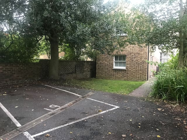 2 bed apartment in central chelmsford with parking