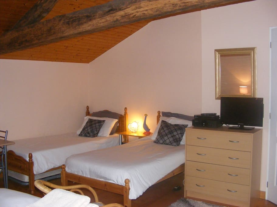 Tournesol chambres d 39 hotes double bed breakfasts for for Chambre d hotes limoges