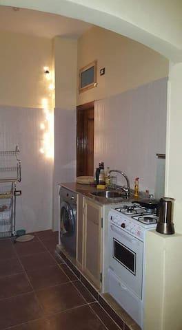 Kitchen with cocker and washingmachine