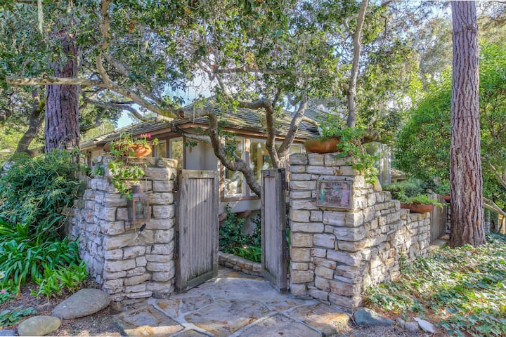 Furnished Carmel-By-The-Sea Cottage Walking Distance To Town