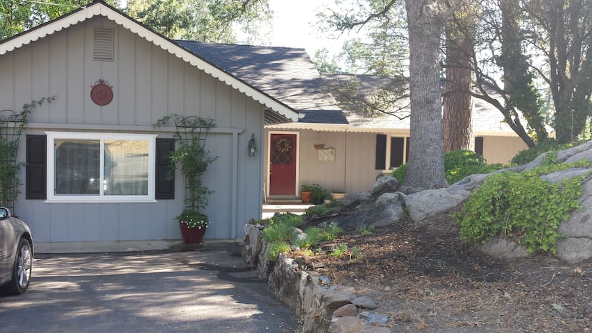 The Ivy Rock Cottage - YOSEMITE South - Oakhurst - Casa