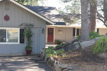 The Ivy Rock Cottage - YOSEMITE South - Oakhurst - Hus