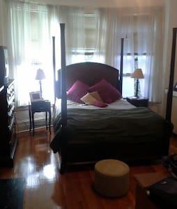 Historic Home, Cozy Room & Bath  - Albany - Casa