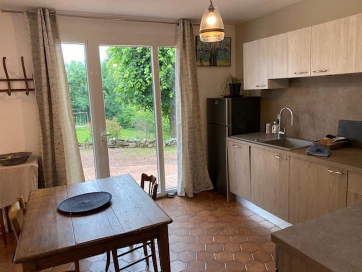Chez Hélène, Appartement au calme près d'Aurillac