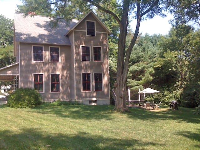 Beautiful House in Mystic Village - Mystic - Hus