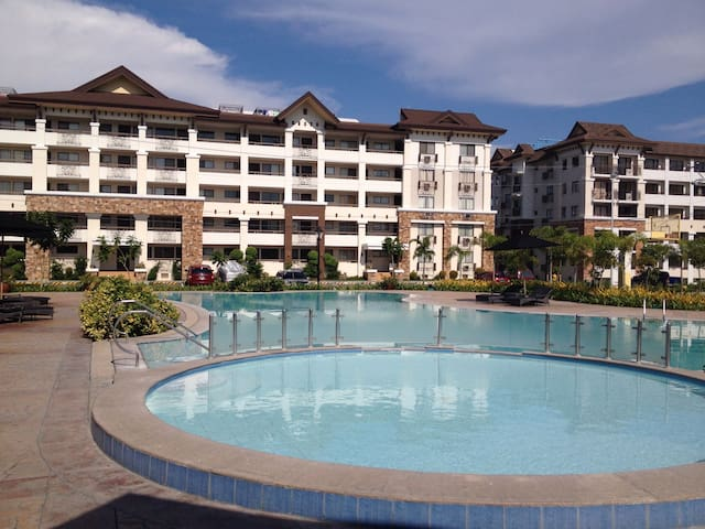One Oasis 2 bed apt secure complex. - Davao City - Osakehuoneisto