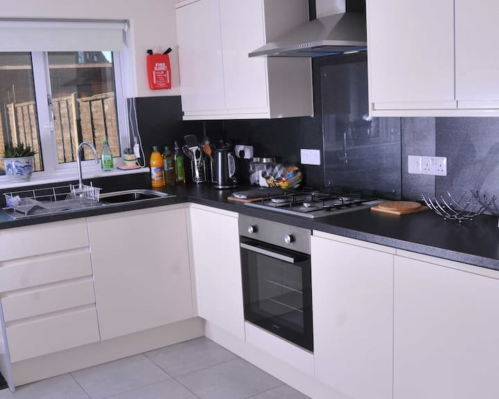 5✳whole house-fully cleansed, self-catering-5 Beds