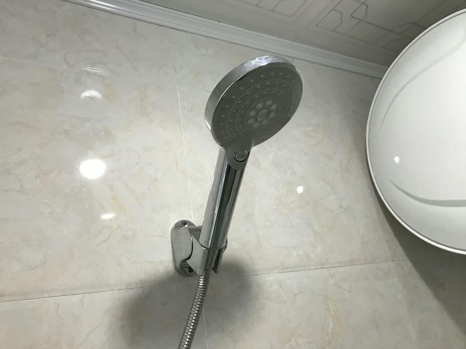 洗浴喷头,24小时热水供应