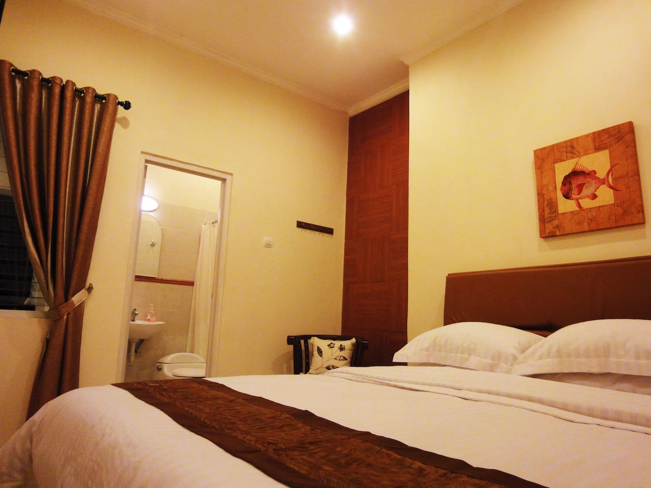 Queen-sized beds and private bathrooms