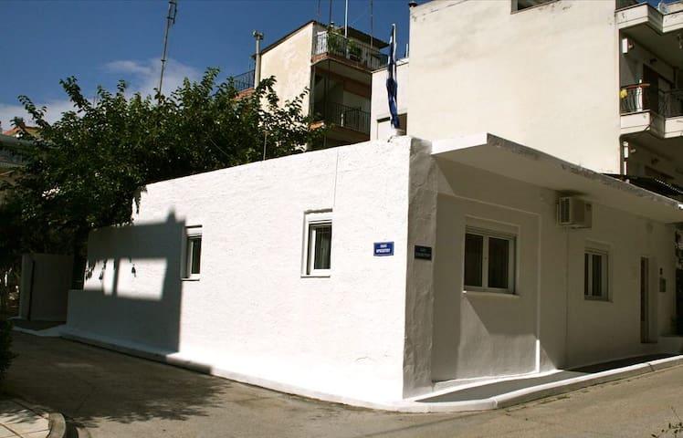 MONOKATOIKIA - Evosmos - Rumah