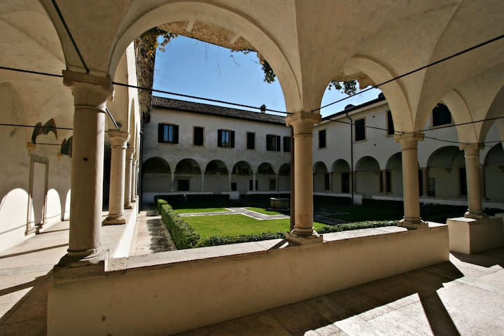 Apartment in verona centre with private carparking - Verona - Appartement