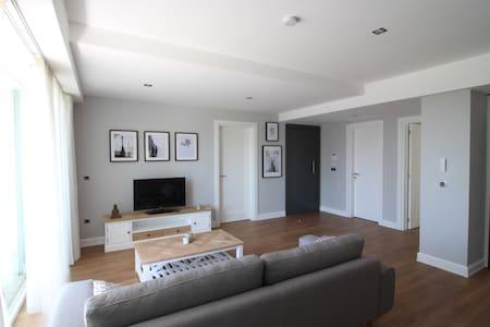 Elia Apartments Side / 202