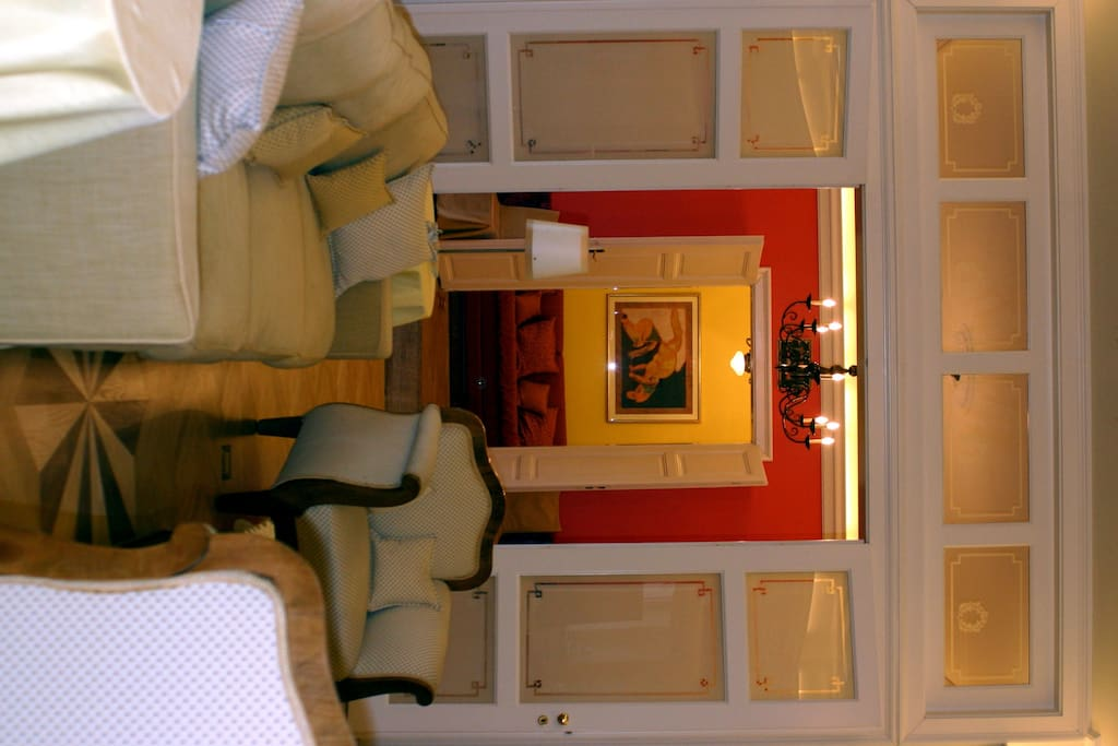 The living room is spacious, can be openend up towards the dining room