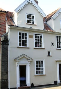 Very central Grade II listed House - Norwich