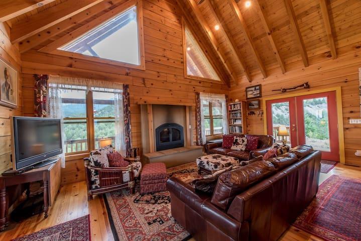 Private Luxury Mountain Retreat- Sleeps 6