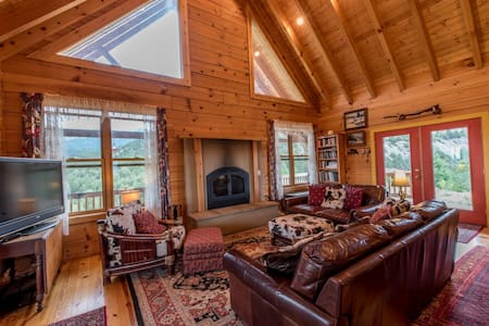 Private Luxury Mountain Retreat- Sleeps 6