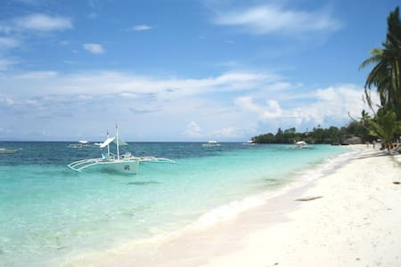 ALONA BEACH LUXURY APARTMENT, BOHOL - Panglao - Lejlighed