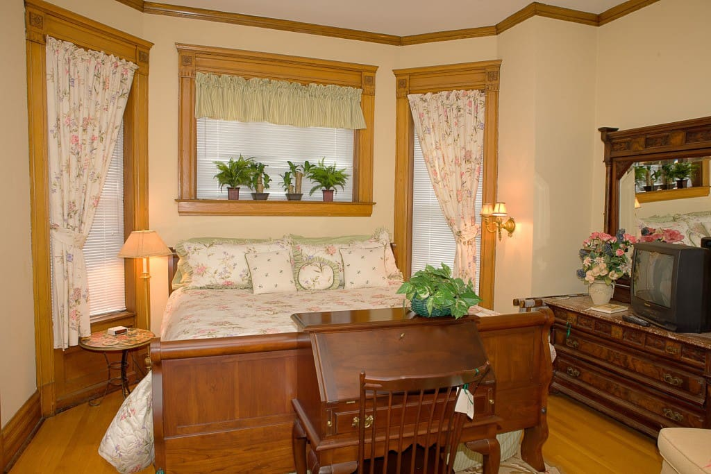 Guest room #3-Smith