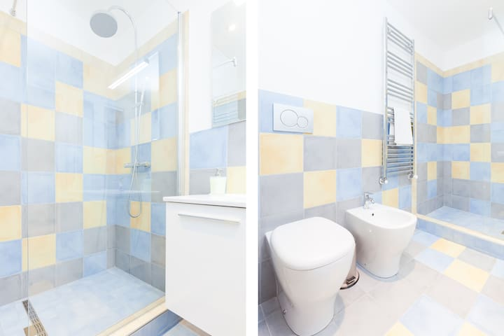 Bagno con doccia - Bathroom with shower