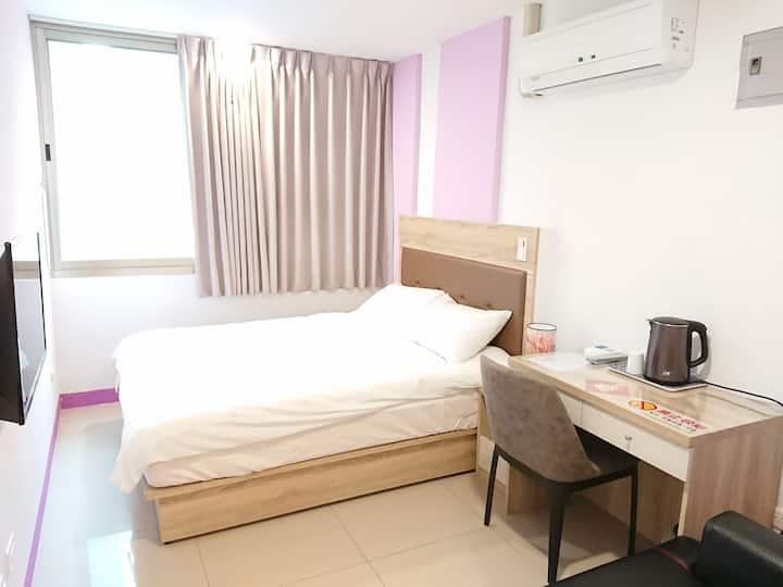 205藝之宿--大窗、自助密碼鎖、獨立衛浴2樓舒適套房、雙人床、近民權西路MRT、免費Wi-fi