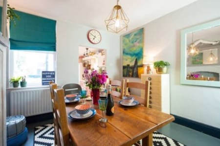Charming quirky Victorian terrace - Leicester
