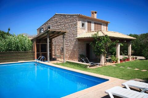 Charming Villa with pool near beach