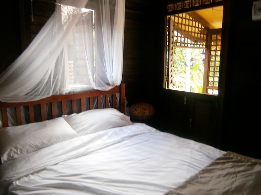 Sleeping area with double bed and quality sheets