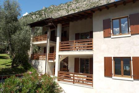 Appartamenti Vacanze a Limone sul Garda - 1° P. dx