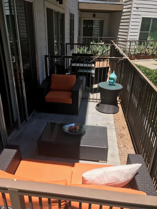 Nice and comfy 1 bedroom w balcony and pool view - One bedroom apartments in austin ...