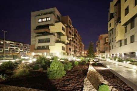 Apartamento de lujo,  garaje y wifi - Logroño