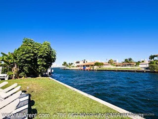 Waterfront Gated Pool 6 br 3,5 bath - North Miami Beach - Hus