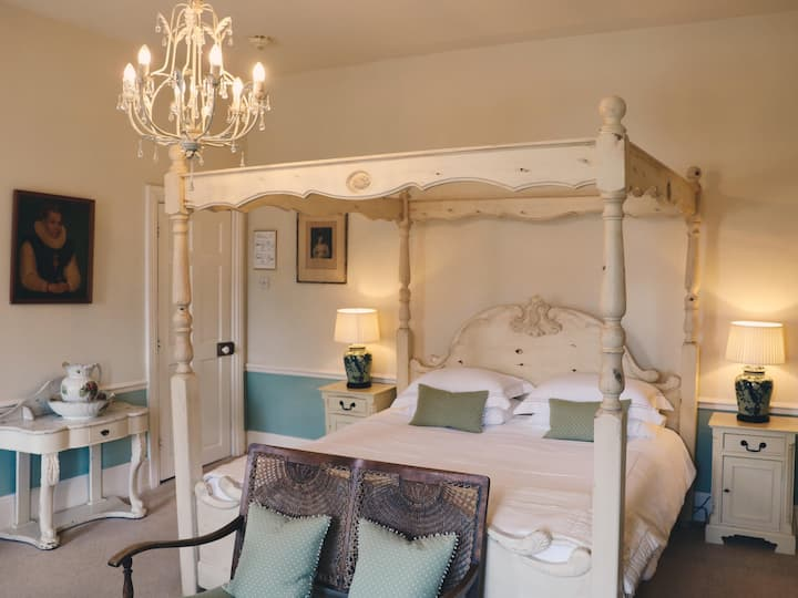 Ladys Room at Allington Manor