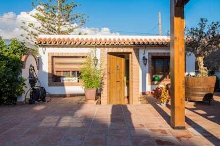 Private studio with pool and barbecue - Nerja - Haus