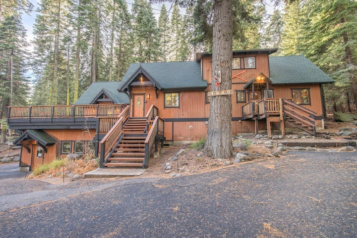 Large Family Friendly Home In Tahoe Swiss Village!