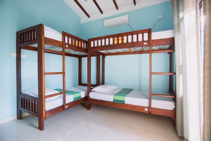4 Beds Room--One bed - Galle - Bed & Breakfast